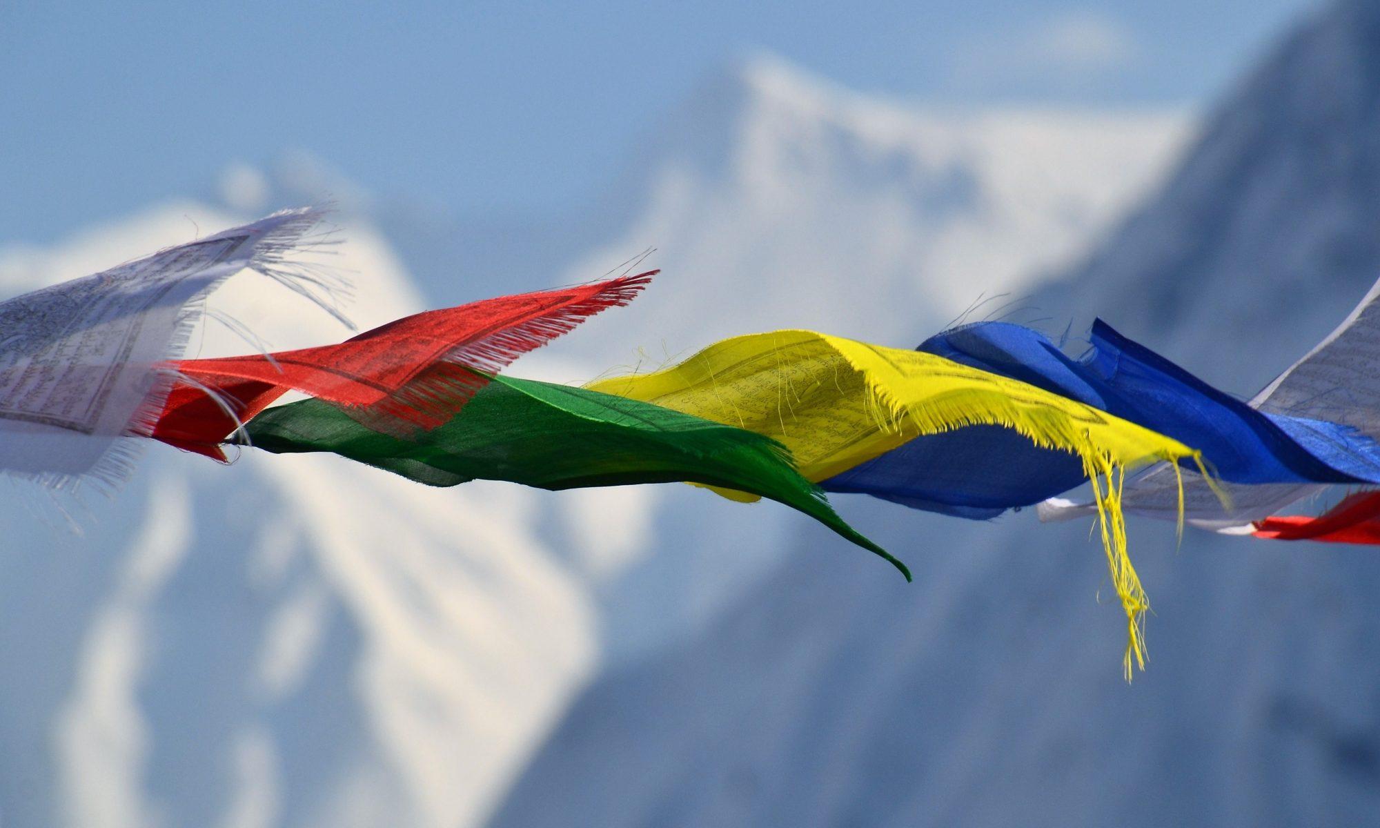 Viaje por los anapurnas - banderas de rezo