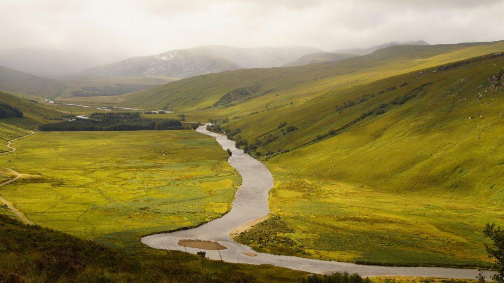el río separa o une